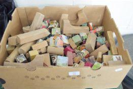 BOX CONTAINING CHILDREN'S BUILDING BRICKS