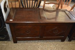 20TH CENTURY OAK BLANKET BOX OF PANELLED CONSTRUCTION WITH CARVED DECORATION, LENGTH APPROX 115CM