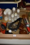 TRAY CONTAINING KITCHEN ITEMS AND VARIOUS SODASTREAM PLASTIC BOTTLES