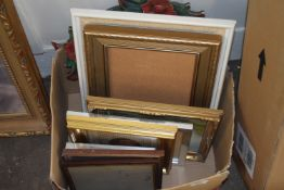 BOX CONTAINING PICTURE FRAMES