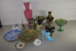 BOX CONTAINING POTTERY AND GLASS ITEMS INCLUDING A PAIR OF ROYAL DOULTON VASES (ONE A/F), TWO
