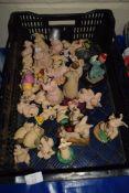 PLASTIC BOX CONTAINING MODELS OF PIGS BY PIGGIN PALS BY CORBRIDGE