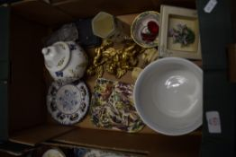 BOX CONTAINING CERAMIC ITEMS, ROYAL DOULTON OCTAGONAL SHAPED VASE, BOWL AND COVER BY AYNSLEY IN