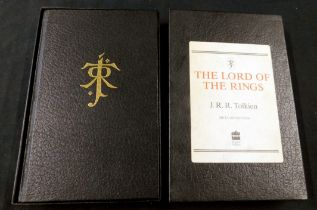 JOHN RONALD REUEL TOLKIEN: THE LORD OF THE RINGS, London, Harper Collins, 1990 de luxe edition,