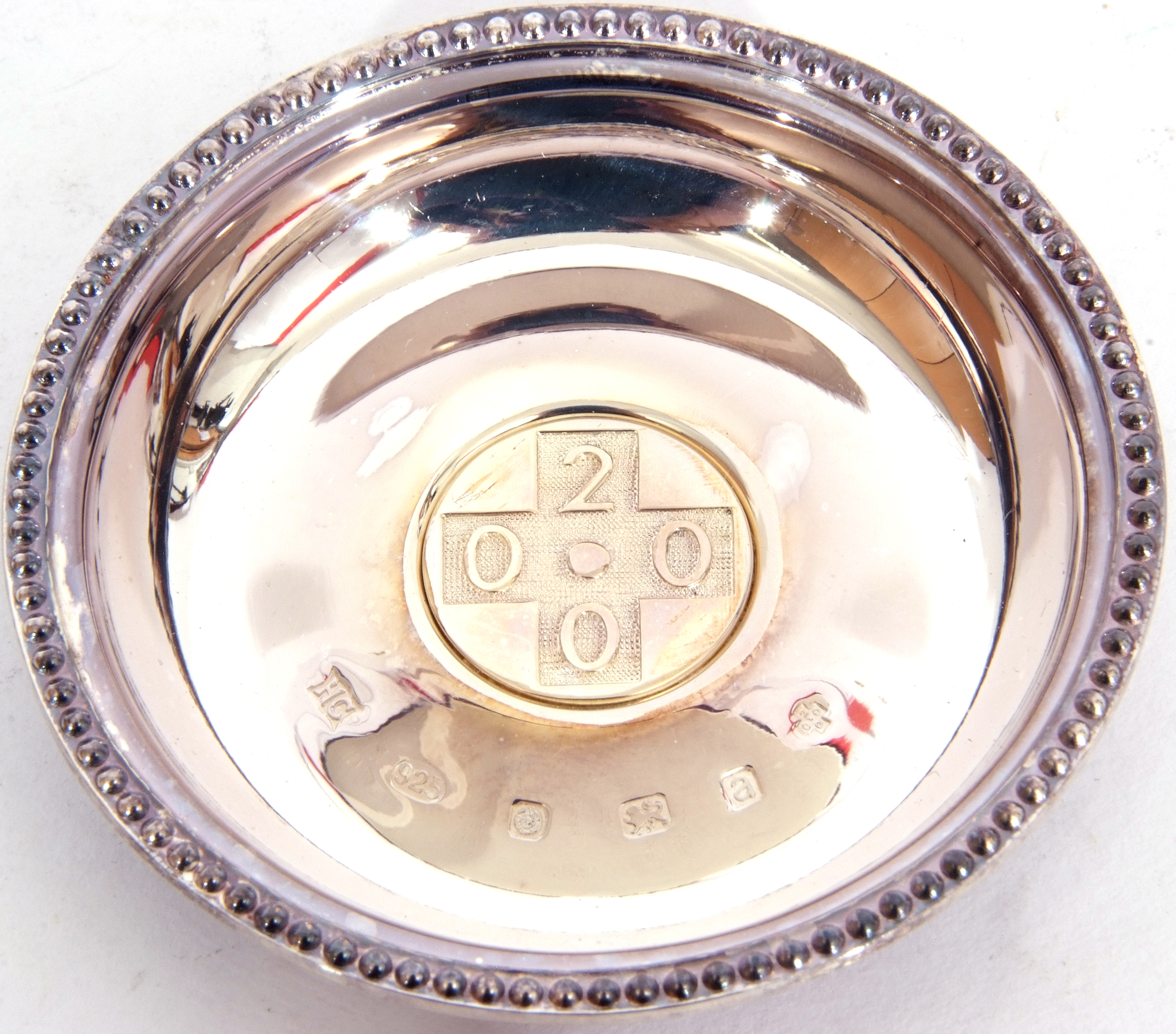 """Hallmarked silver miniature circular dish, """"2000"""" together with a French agricultural medallion - Image 5 of 9"""