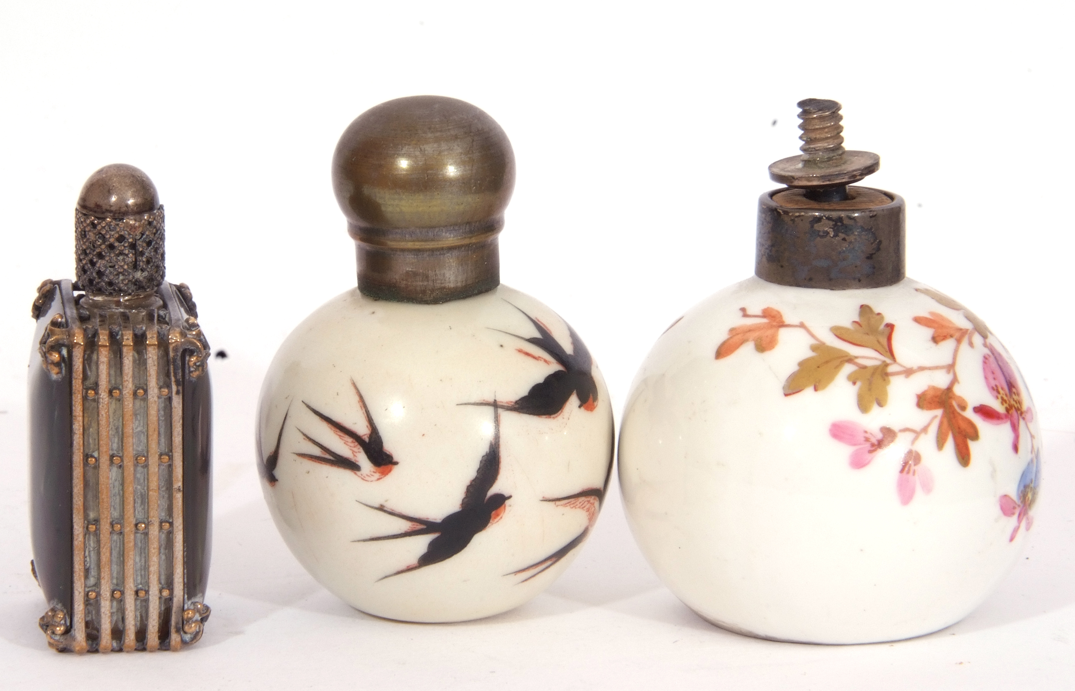 Mixed Lot: scent bottles to include a hand painted porcelain bottle of shield shape, the front - Image 5 of 19
