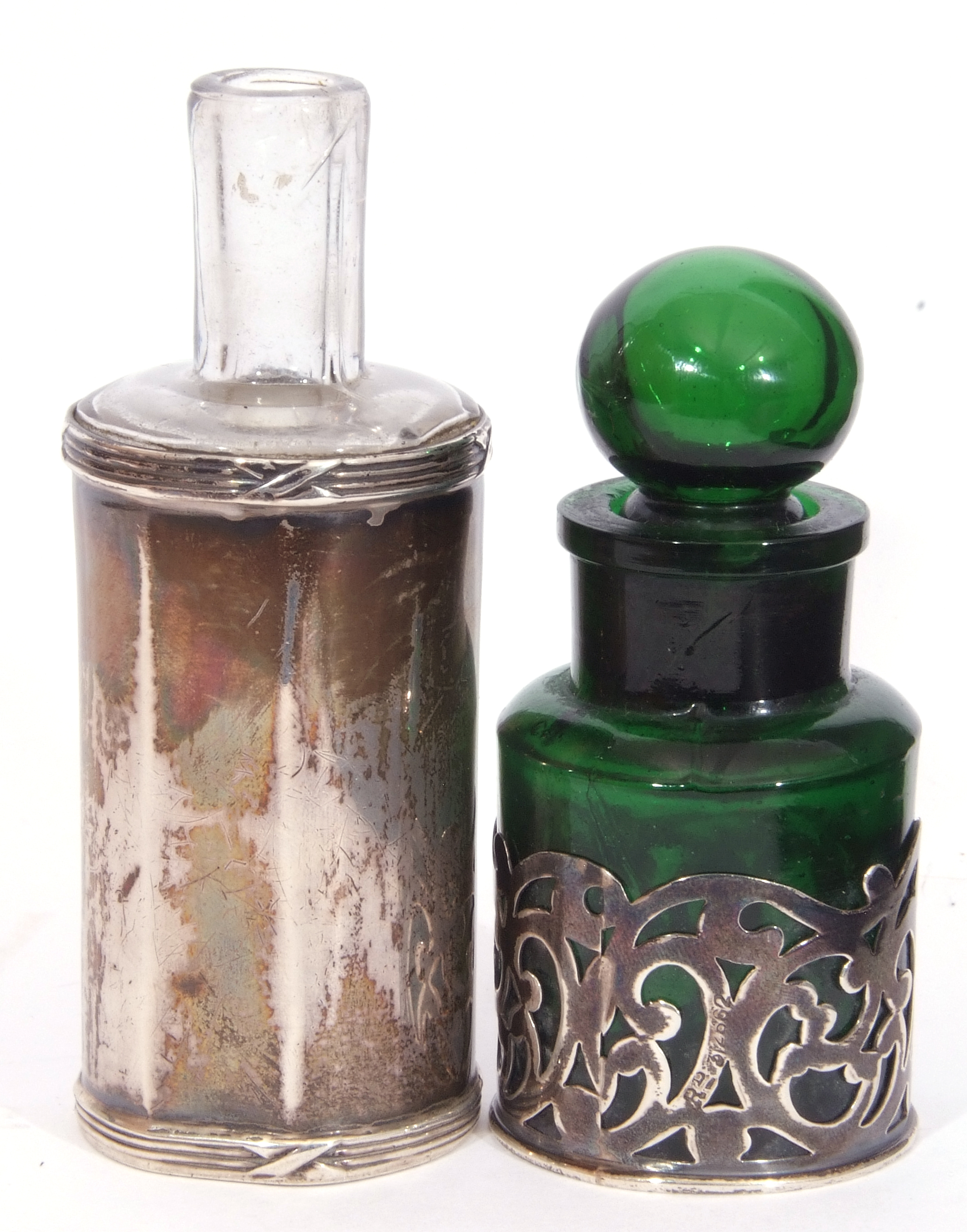 Mixed Lot: Victorian clear faceted glass double ended scent bottle, with hinged and screw on - Image 5 of 13