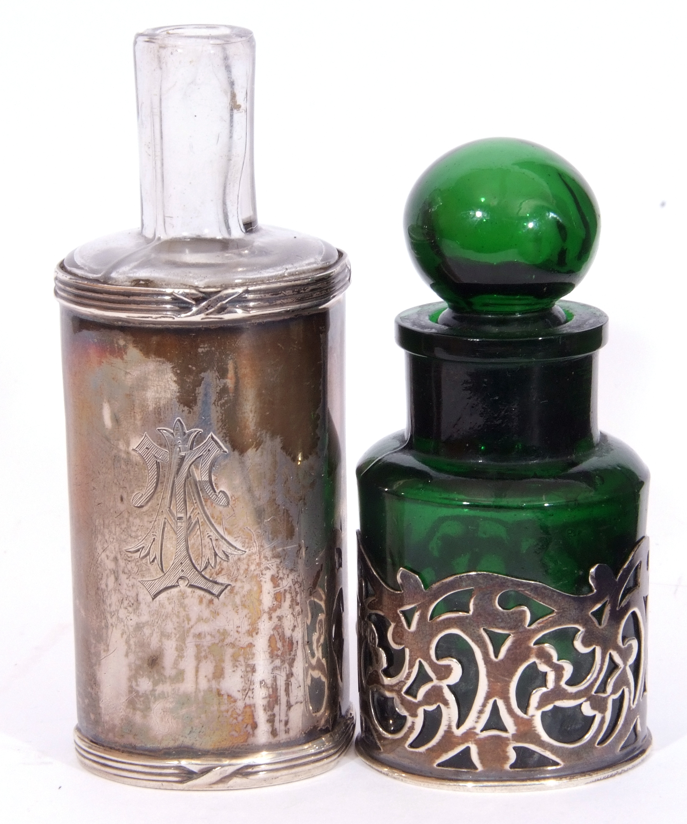 Mixed Lot: Victorian clear faceted glass double ended scent bottle, with hinged and screw on - Image 4 of 13