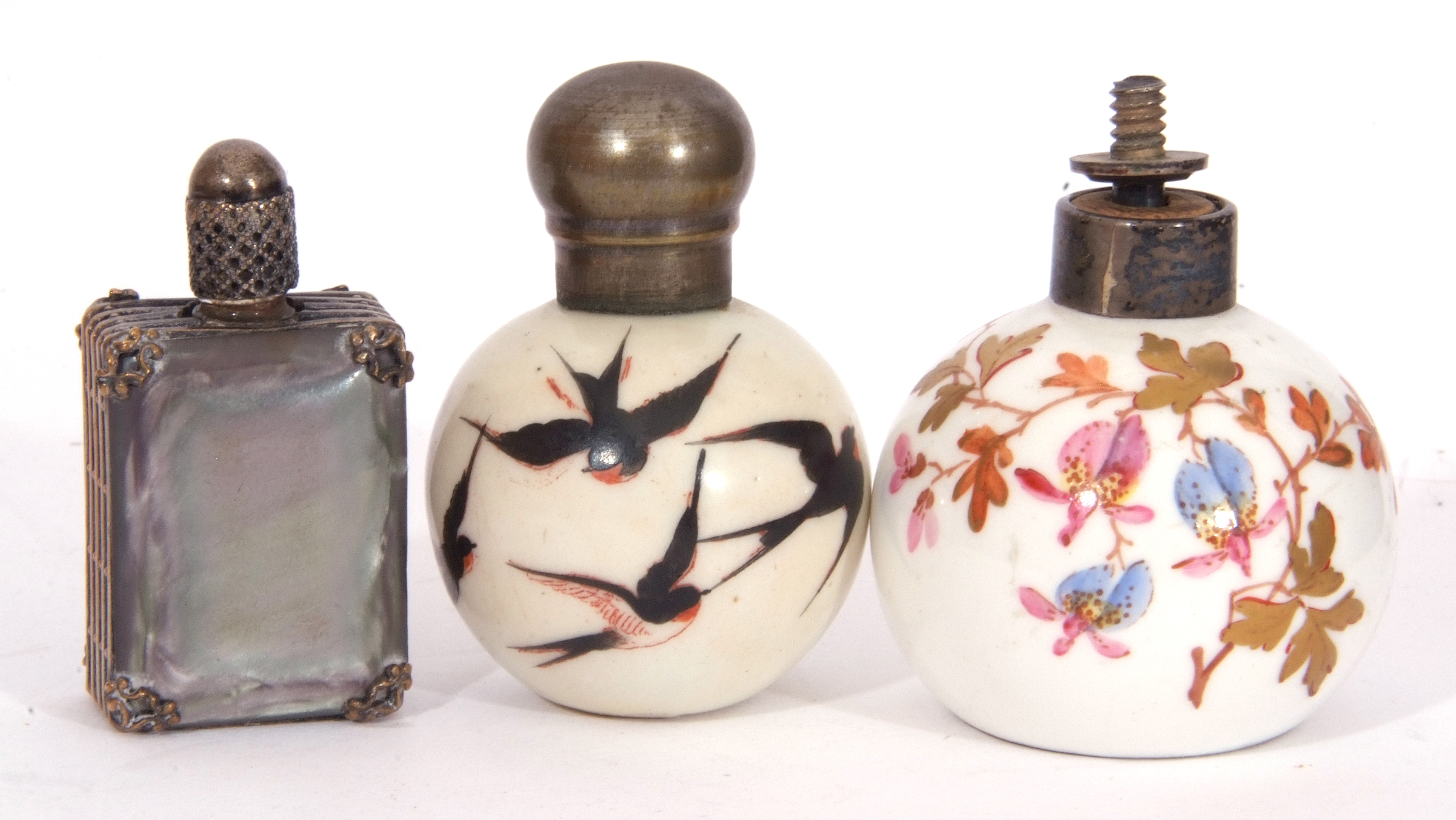 Mixed Lot: scent bottles to include a hand painted porcelain bottle of shield shape, the front - Image 4 of 19