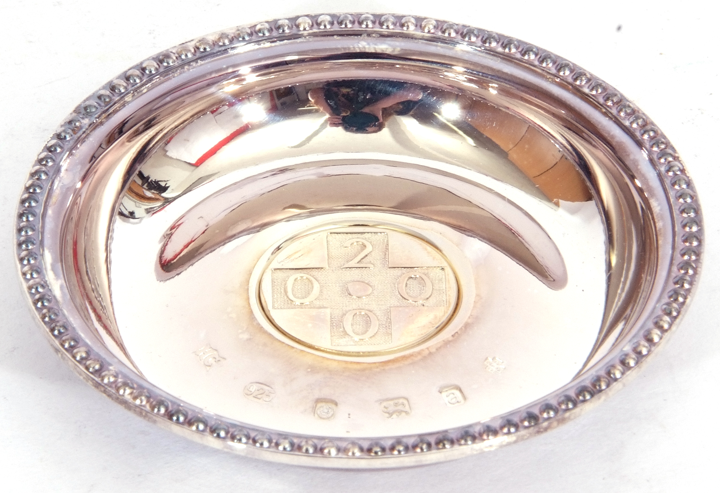 """Hallmarked silver miniature circular dish, """"2000"""" together with a French agricultural medallion - Image 4 of 9"""