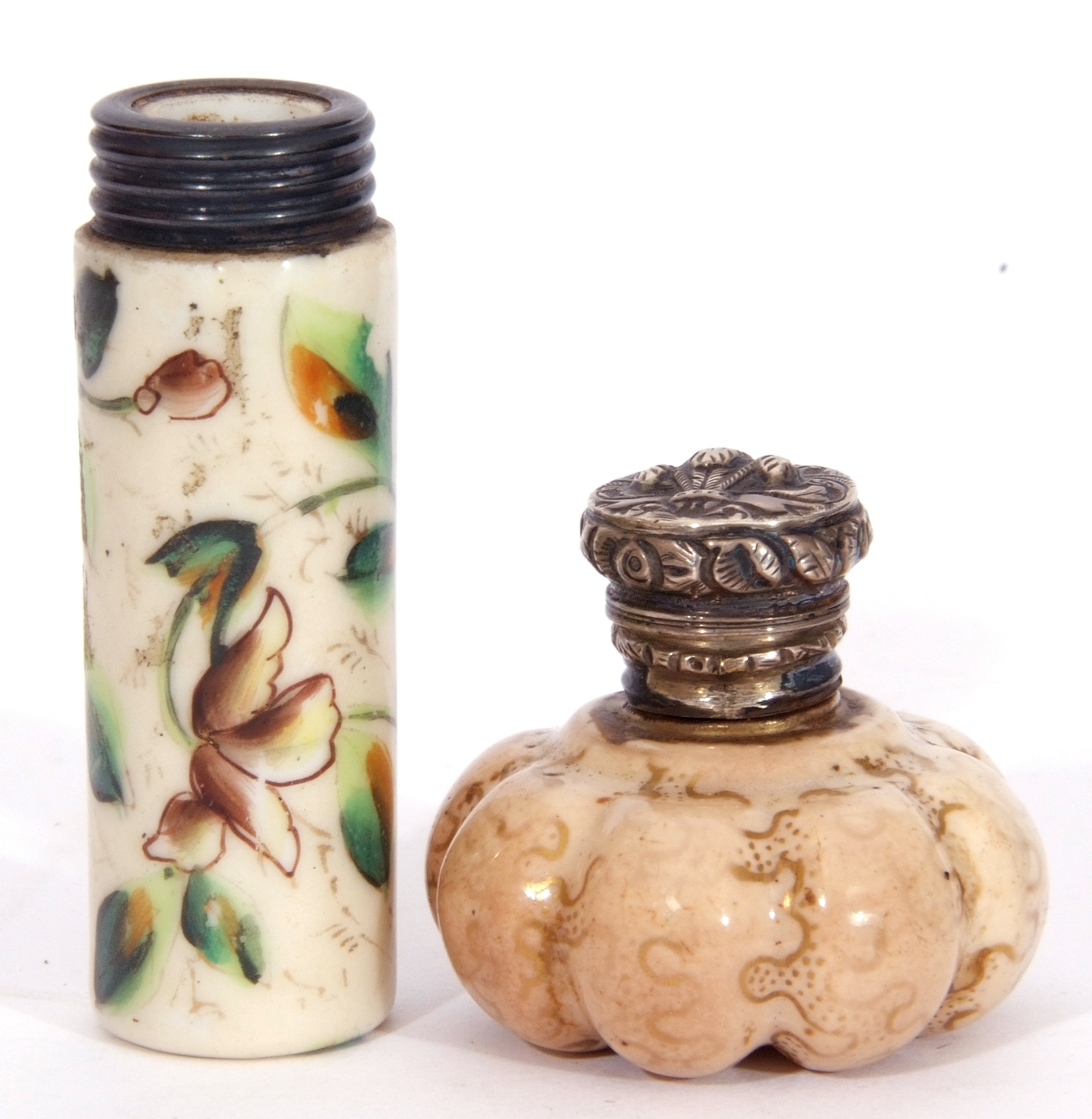Mixed Lot: scent bottles to include a hand painted porcelain bottle of shield shape, the front - Image 9 of 19