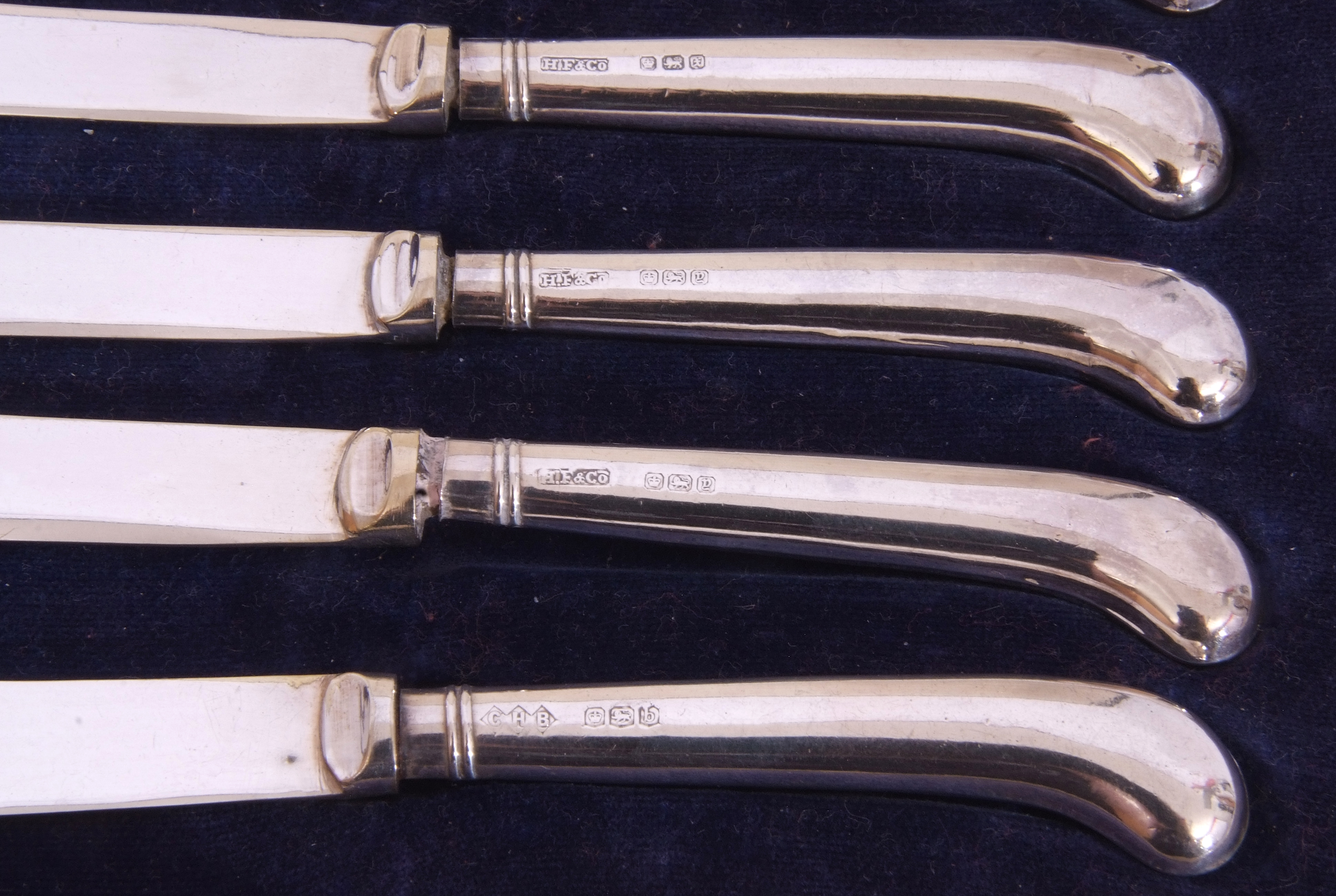 Cased six silver pistol handled tea knives, dated 1915/16/19 with mixed makers - Image 4 of 7