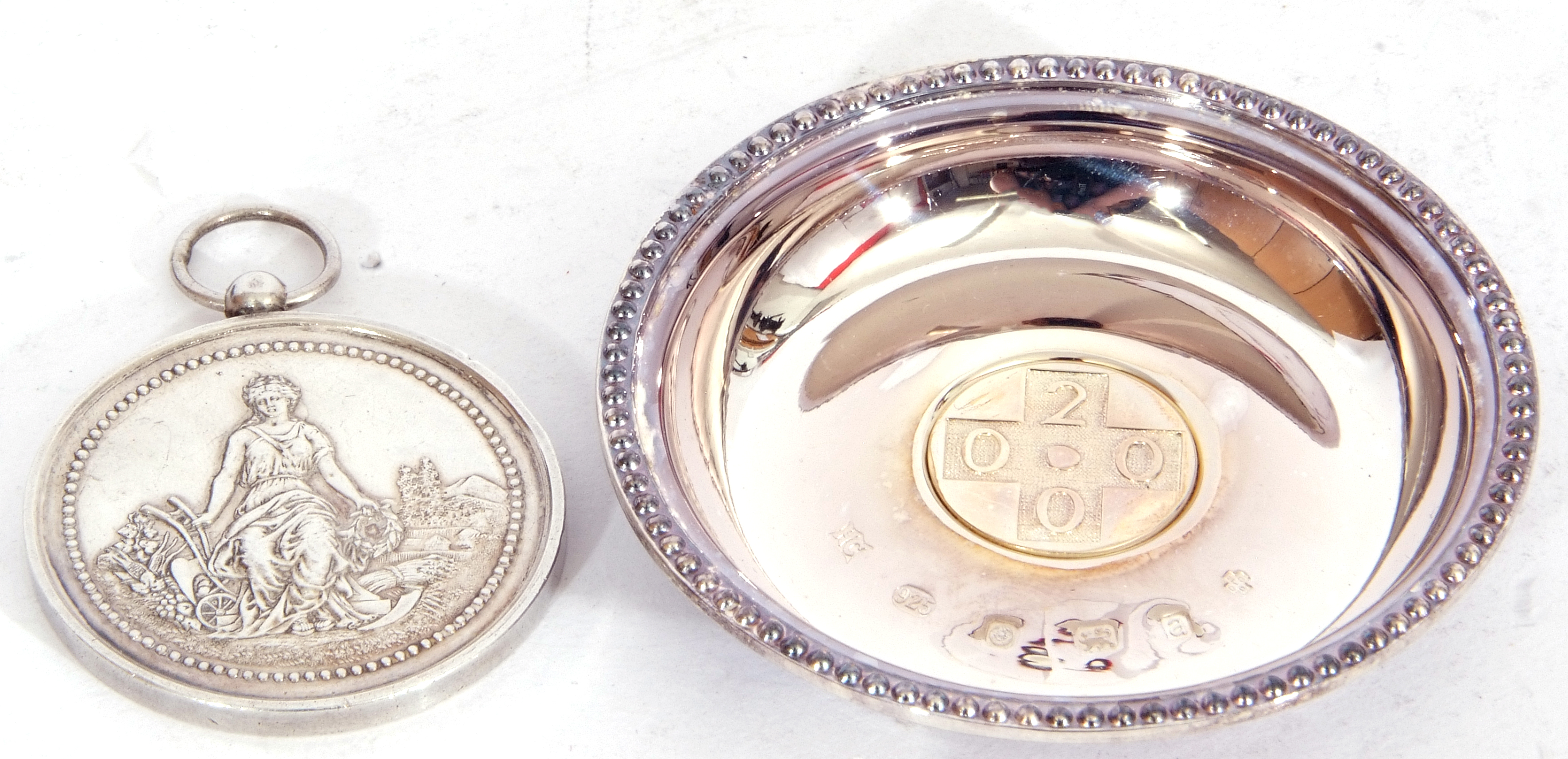 """Hallmarked silver miniature circular dish, """"2000"""" together with a French agricultural medallion - Image 2 of 9"""