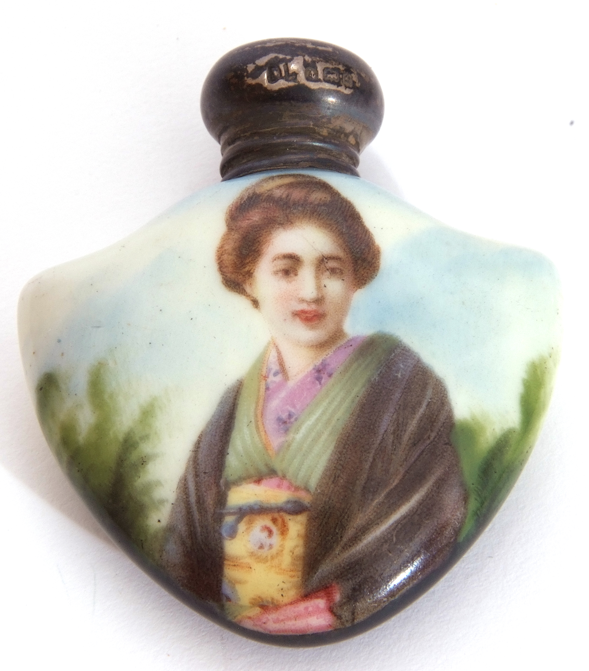 Mixed Lot: scent bottles to include a hand painted porcelain bottle of shield shape, the front - Image 14 of 19