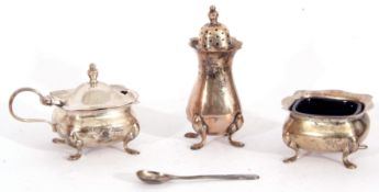 Cased three piece silver condiment set comprising a hinged lidded mustard and liner, open salt and
