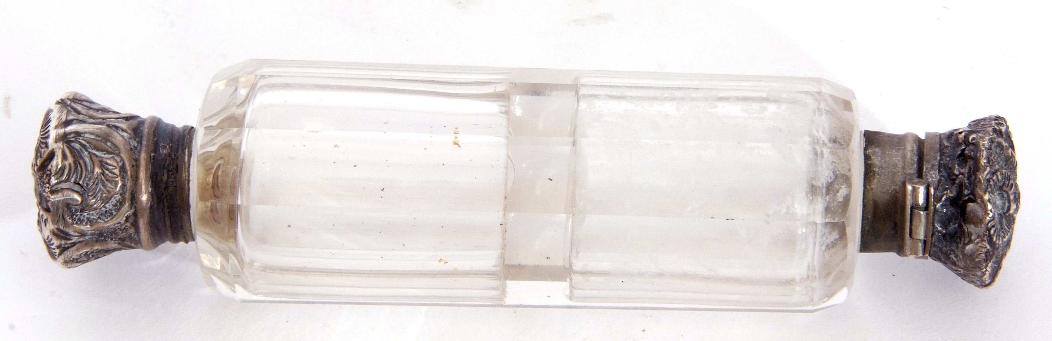 Mixed Lot: Victorian clear faceted glass double ended scent bottle, with hinged and screw on - Image 8 of 13