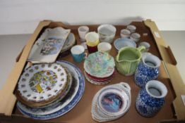 TRAY CONTAINING CERAMICS, VASES, CUPS AND SAUCERS