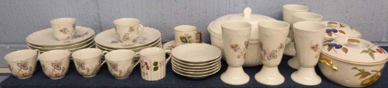 Quantity of china wares including two bowls by Royal Worcester with fruit pattern, together with a