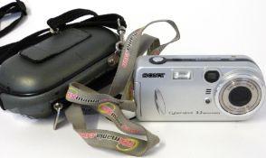 Sony Smart zoom DSC-P72 digital camera with case