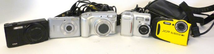 Mixed Lot: digital cameras and accessories