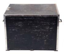 Large amplifier flight case. Dimensions 59 x 81 x 61 cm.