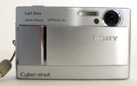 Sony Cybershoot DSC-T10 with charger and case