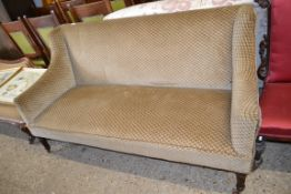 LATE 19TH/EARLY 20TH CENTURY MAHOGANY FRAMED SETTEE RAISED ON TURNED LEGS, APPROX 163CM