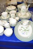 TEA SET AND DINNER SET IN THE COPELAND SPODE SOFT WHISPERS PATTERN COMPRISING QTY OF DINNER