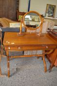 DRESSING TABLE TOGETHER WITH SWING MIRROR, WIDTH APPROX 91CM