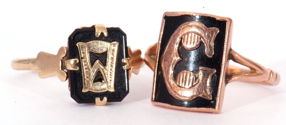 """Mixed Lot: two 9ct stamped memoriam rings, a black enamel example applied with the letter """"C"""", - Image 2 of 9"""