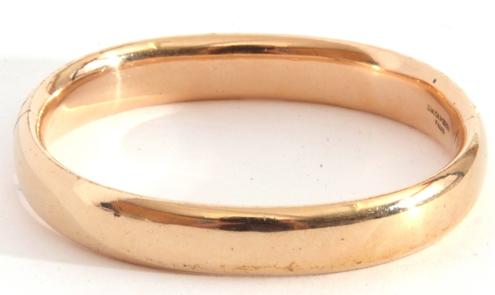 Gold plated hinged bracelet, part chased and engraved, inside diam 5.5 x 6cm - Image 3 of 5