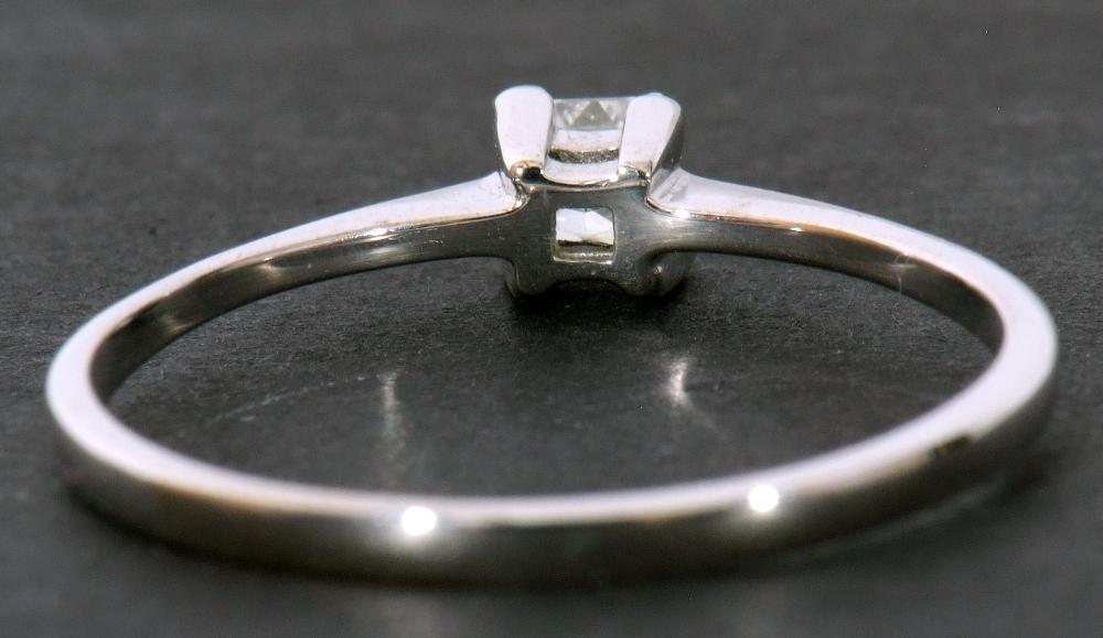 Modern 9ct white gold, diamond single stone ring, featuring a princess cut diamond, 0.20ct approx, - Image 6 of 11