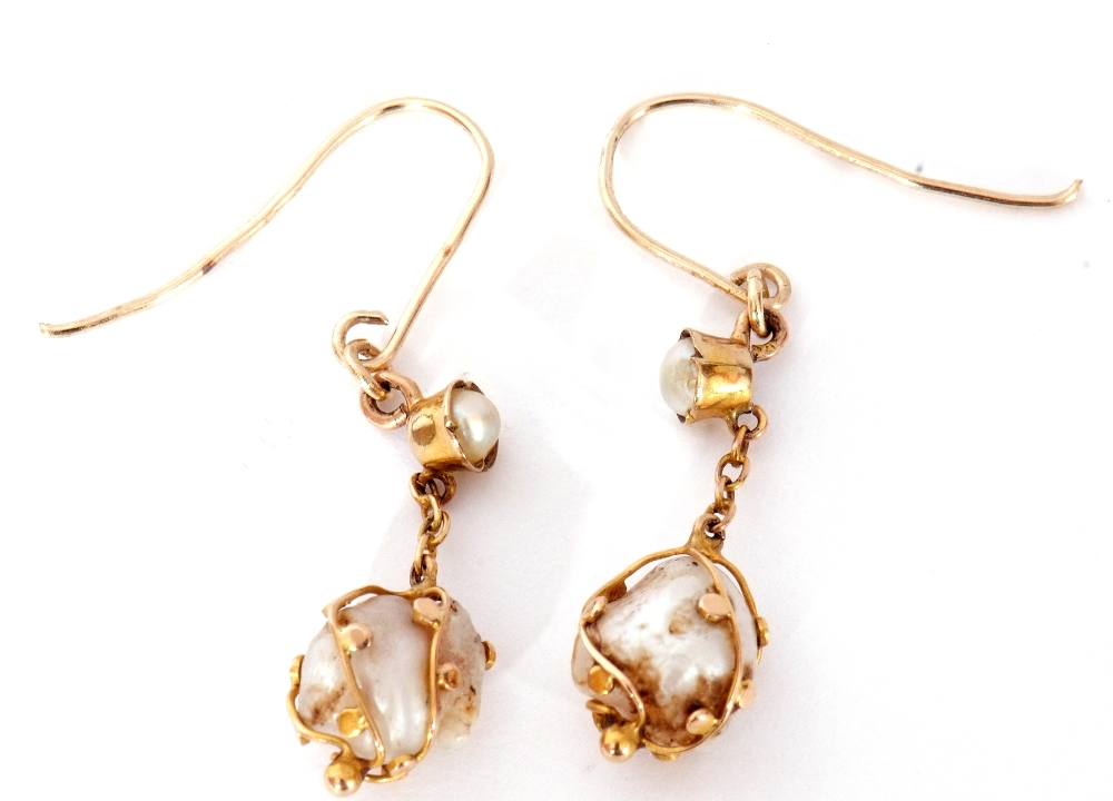 Pair of antique baroque pearl drop earrings, each with a boulder shape pearl in a beaded strap - Image 3 of 3