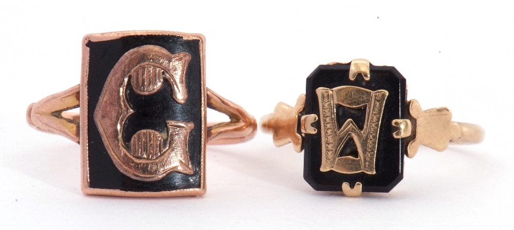 """Mixed Lot: two 9ct stamped memoriam rings, a black enamel example applied with the letter """"C"""", - Image 4 of 9"""