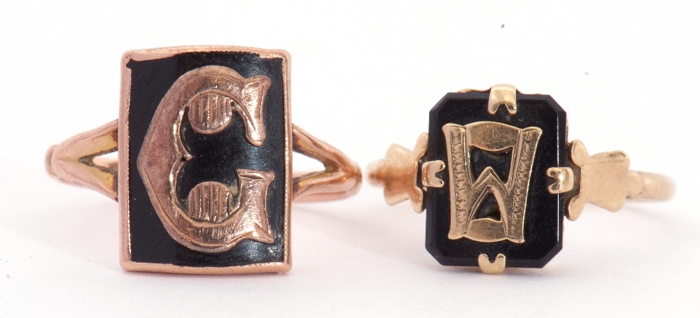 """Mixed Lot: two 9ct stamped memoriam rings, a black enamel example applied with the letter """"C"""", - Image 3 of 9"""