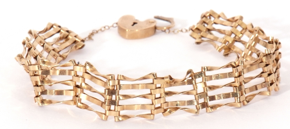 Modern 9ct gold gate bracelet, five bar design with heart padlock and safety chain fitting, 6gms - Image 5 of 5