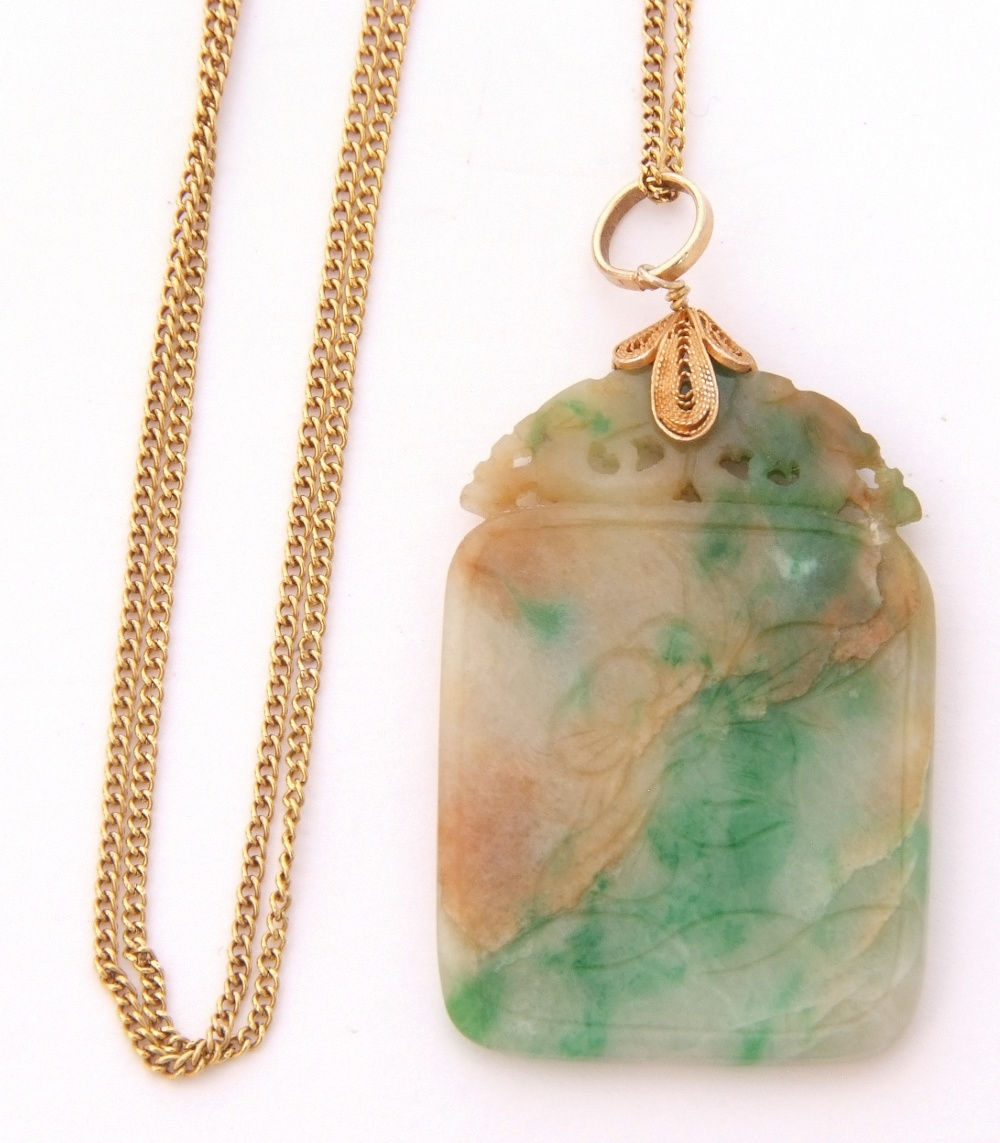 Modern jade pendant, 3 x 2cm, on a silver gilt bale, suspended from a 14K marked chain - Image 2 of 3