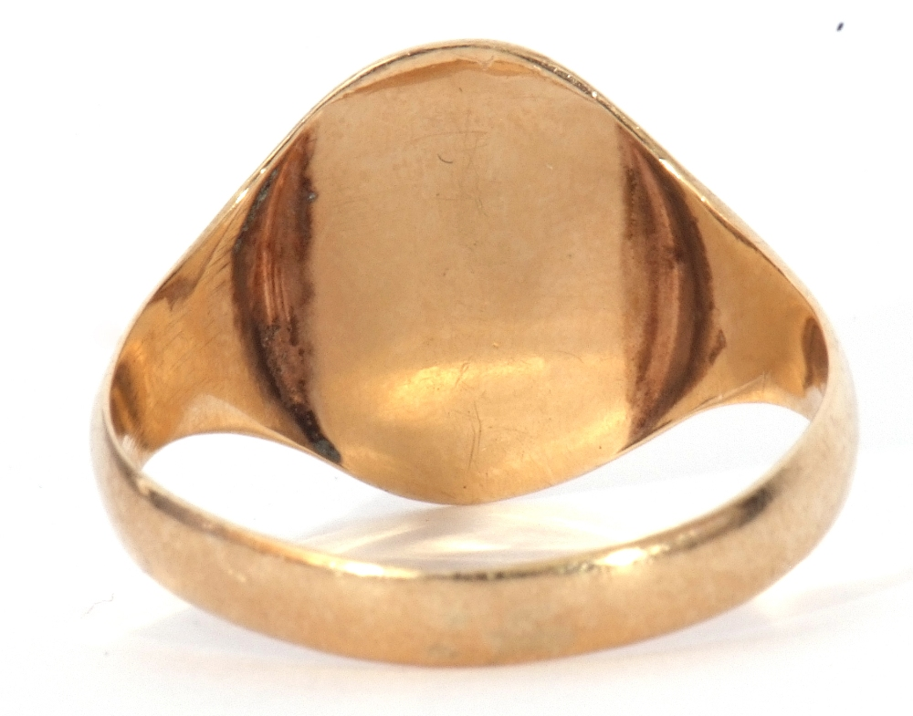 9ct gold Masonic signet ring, the oval panel engraved with compass and ruler motif, size R, 2.6gms - Image 5 of 7