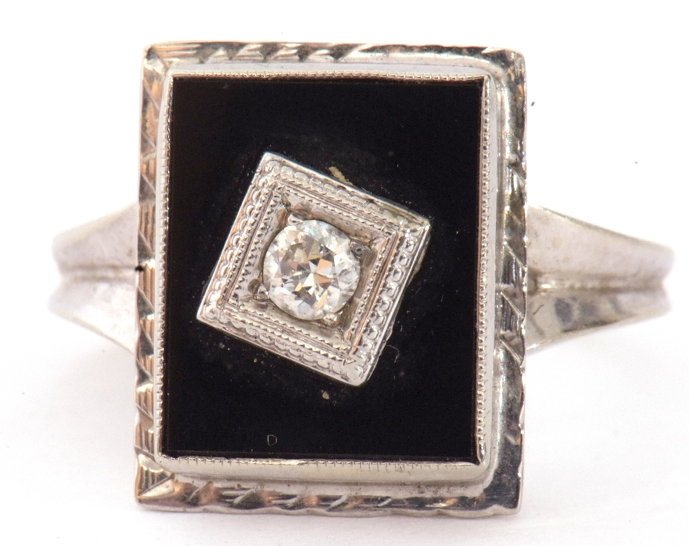 Art Deco style diamond and onyx ring, the rectangular shaped onyx panel 12 x 8mm, centrally set with - Image 2 of 7