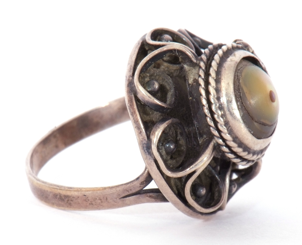 White metal filigree poison ring, the hinged mother of pearl lid opening to a vacant reservoir, - Image 7 of 9