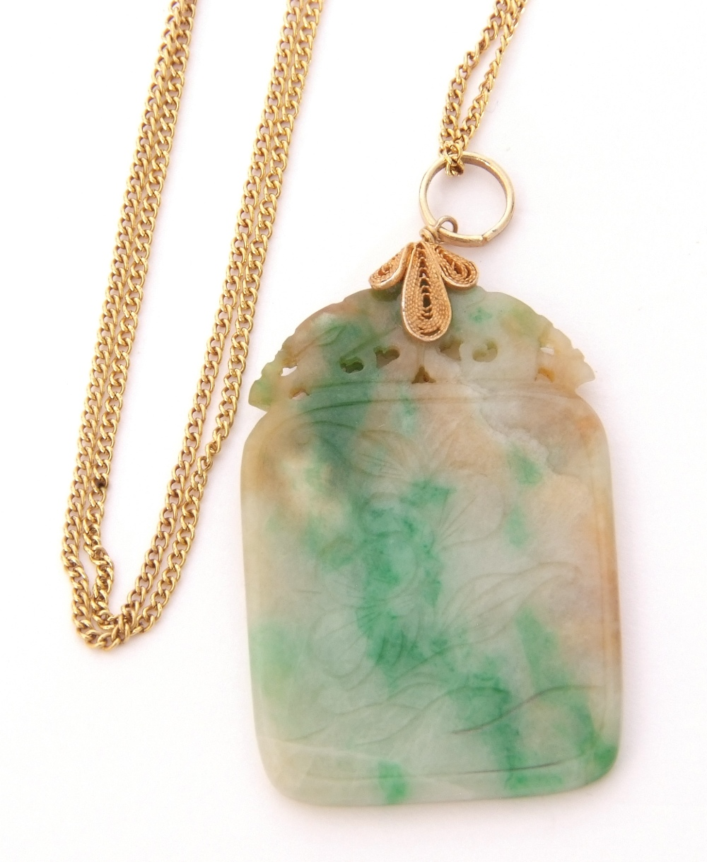 Modern jade pendant, 3 x 2cm, on a silver gilt bale, suspended from a 14K marked chain - Image 3 of 3