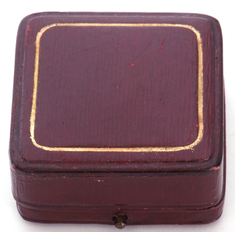 Set of four 9ct gold dress studs in original velvet lined and tooled leather case (one a/f), 2.6gms - Image 3 of 3