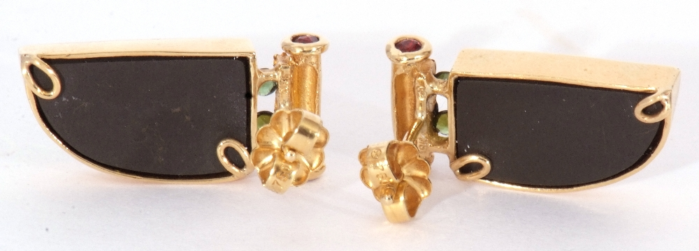 Pair of ammolite earrings, a tusk design, each with a bezel set ammolite stone in 18K mounts, 2cm - Image 4 of 6