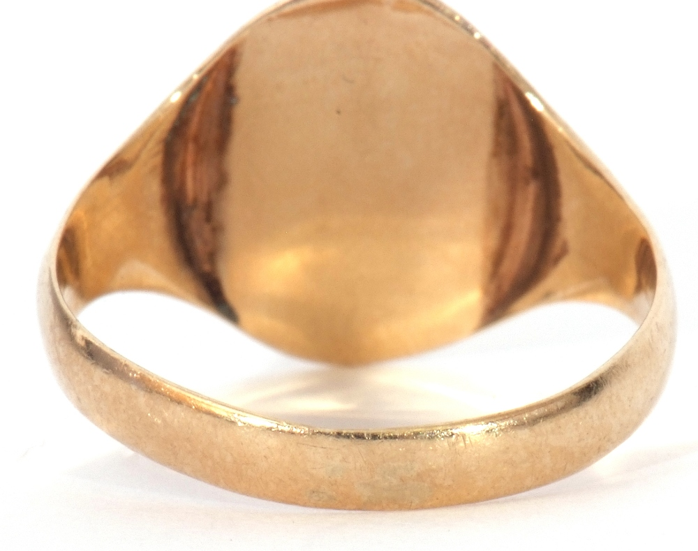 9ct gold Masonic signet ring, the oval panel engraved with compass and ruler motif, size R, 2.6gms - Image 6 of 7