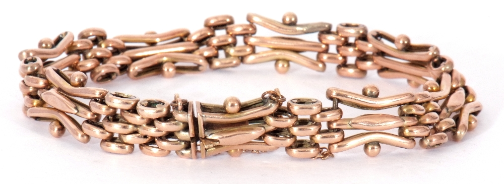 Antique 9ct stamped gate bracelet, a three-bar gate link design joined by mesh work design links, - Image 2 of 5