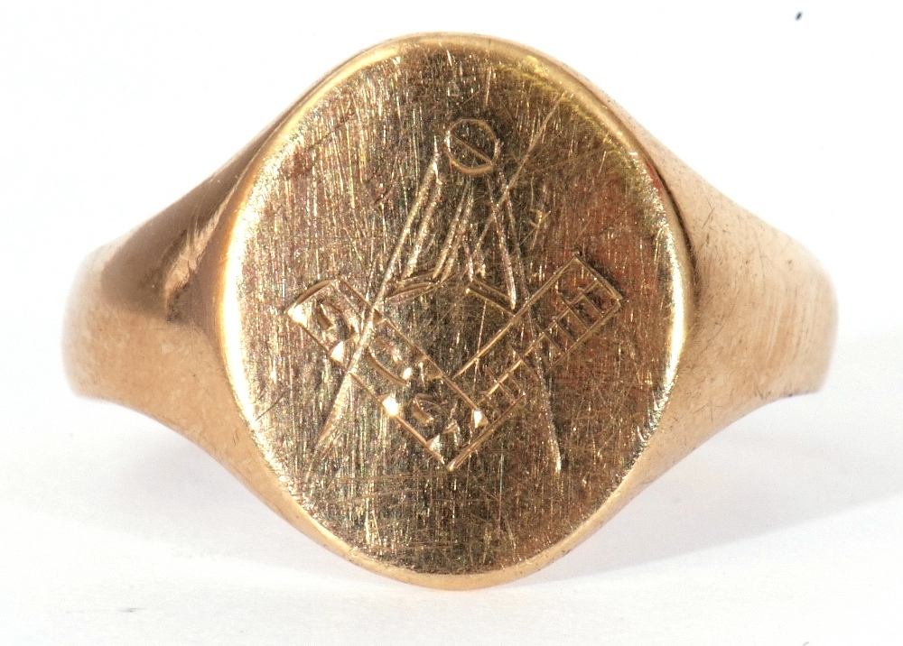 9ct gold Masonic signet ring, the oval panel engraved with compass and ruler motif, size R, 2.6gms - Image 2 of 7