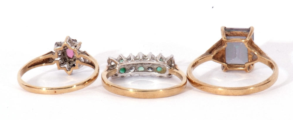 Mixed Lot: 9ct gold pink stone and small diamond cluster ring, a 9ct gold mystic coated topaz and - Image 4 of 8
