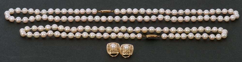 Mixed Lot: two cultured pearl necklaces, both a single row design, with uniform shaped beads, 4mm