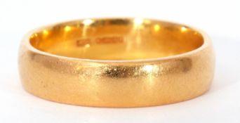 High grade yellow metal wedding ring of plain polished design, marked 916 (22ct), size U, 9.2gms
