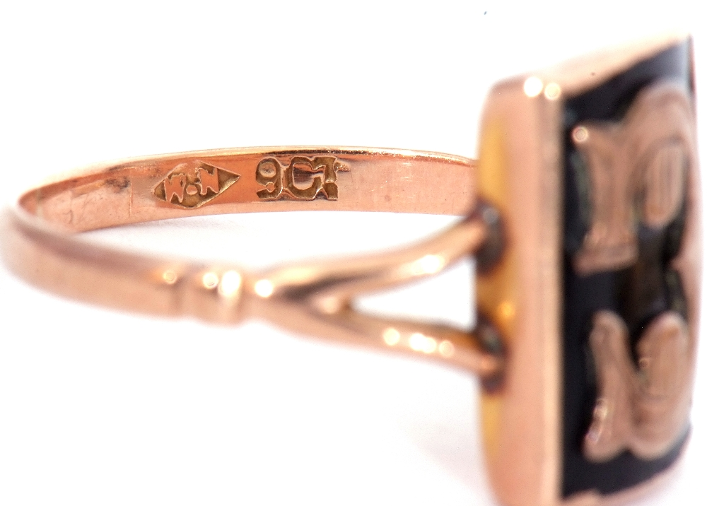 """Mixed Lot: two 9ct stamped memoriam rings, a black enamel example applied with the letter """"C"""", - Image 8 of 9"""